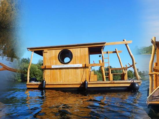 Sailcenter Limburg - kamperen op een Treibgut vlot